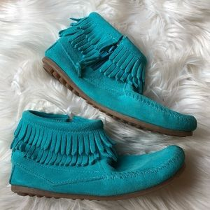 Minnetonka womens 6.5/ kids 4 teal booties